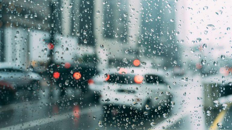 Cand ploua afara e vreme de…facut curat in pod!